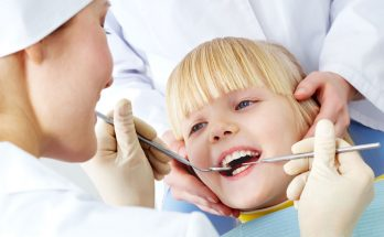 PIcture of a child's first dental visit
